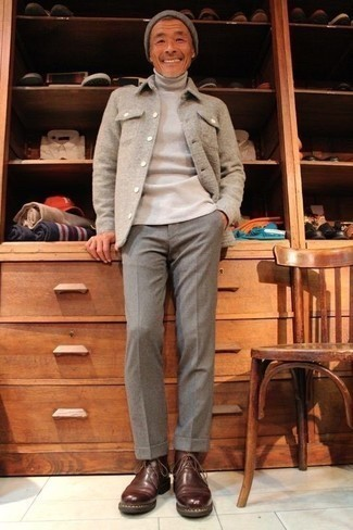 Beige Turtleneck Outfits For Men: A beige turtleneck and grey dress pants? Make no mistake, this getup will make women go weak in the knees. Feeling adventerous today? Mix things up by finishing with a pair of brown leather desert boots.