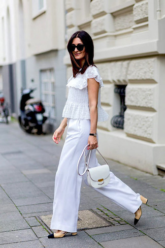 A white ruffle lace short sleeve blouse and a white leather crossbody bag feel perfectly suited for weekend activities of all kinds. Polish off the ensemble with beige leather pumps. As this combo demonstrates, you can't think of a better option for warm weather.