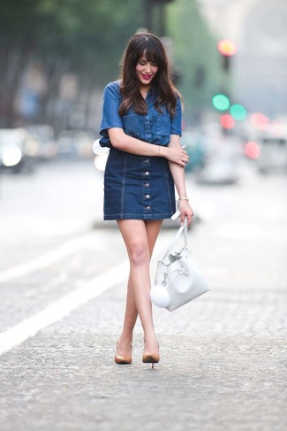 How to Wear Tan Leather Pumps: Dress in a blue denim short sleeve button down shirt and a navy denim button skirt to bring out the chic in you. If you wish to immediately step up this ensemble with shoes, add tan leather pumps to the equation.