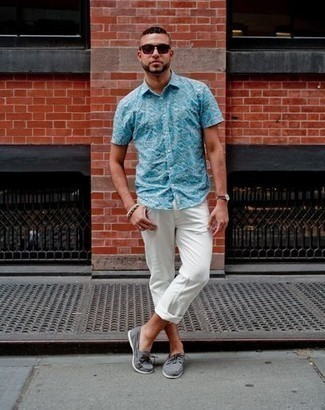 How to Wear Boat Shoes: This pairing of an aquamarine print short sleeve shirt and white chinos is extremely versatile and really up for whatever adventure you may find yourself on. Look at how great this ensemble goes with a pair of boat shoes.