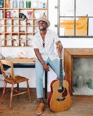 Bucket Hat Outfits For Men: A white print short sleeve shirt and a bucket hat are absolute menswear must-haves that will integrate well within your daily repertoire. And it's amazing how tobacco suede derby shoes can update a look.