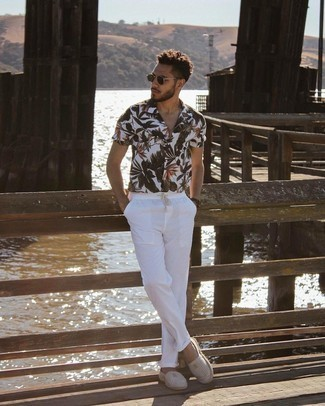 Men's Outfits 2021: A white floral short sleeve shirt and white chinos are both versatile menswear essentials that will integrate well within your daily off-duty routine. Grey horizontal striped canvas espadrilles will tie this whole ensemble together.
