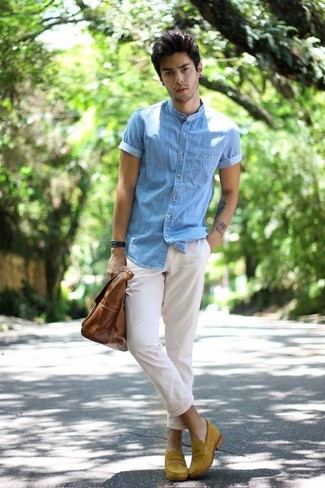 How to wear: light blue denim short sleeve shirt, white chinos, mustard suede loafers, brown leather tote bag