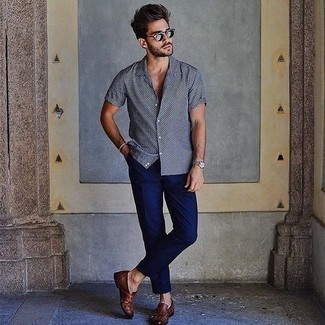 Men's Looks & Outfits: What To Wear In 2020: Showcase your prowess in men's fashion by pairing a black and white polka dot short sleeve shirt and navy chinos for a laid-back combo. And if you want to immediately dial up your outfit with one item, add brown woven leather loafers to the mix.