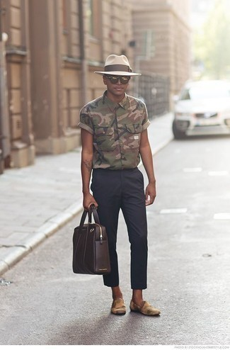 How to Wear Gold Sunglasses For Men: Marrying an olive camouflage short sleeve shirt with gold sunglasses is a smart idea for an off-duty look. Perk up your outfit by slipping into tan print canvas loafers.