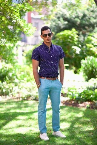 Men's Navy and White Polka Dot Short Sleeve Shirt, Aquamarine Chinos, White Low Top Sneakers, Brown Leather Belt