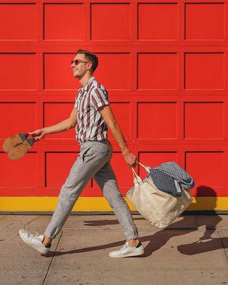 White and Red Vertical Striped Short Sleeve Shirt Outfits For Men: Opt for a white and red vertical striped short sleeve shirt and beige linen chinos to feel confident and look cool and casual. Throw white leather low top sneakers into the mix and you're all set looking killer.