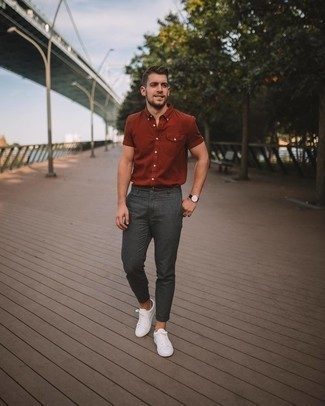 Black No Show Socks Outfits For Men: No matter where the day takes you, you can rely on this laid-back pairing of a tobacco short sleeve shirt and black no show socks. And if you want to easily up this getup with shoes, add a pair of white canvas low top sneakers to the mix.