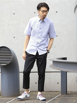 Light Violet Short Sleeve Shirt Outfits For Men: This laid-back combination of a light violet short sleeve shirt and black chinos is super easy to pull together without a second thought, helping you look amazing and ready for anything without spending too much time searching through your wardrobe. White and navy canvas low top sneakers are a welcome accompaniment for your getup.