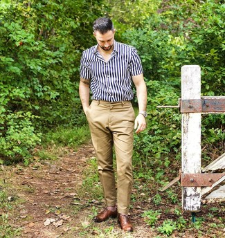 How to wear: navy and white vertical striped short sleeve shirt, khaki chinos, brown leather oxford shoes, beige leather watch