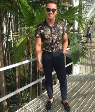 How to wear: black floral short sleeve shirt, navy chinos, black suede tassel loafers, dark brown sunglasses