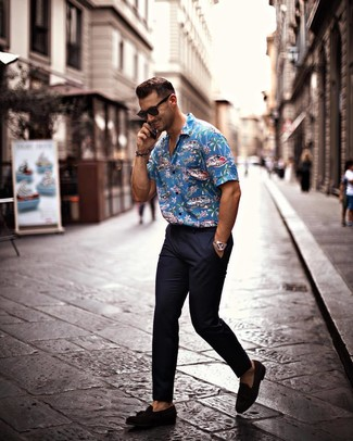 How to wear: blue print short sleeve shirt, navy chinos, black suede tassel loafers, black sunglasses