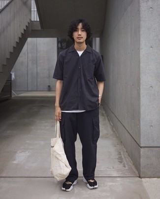 Black Cargo Pants Outfits: A black short sleeve shirt and black cargo pants are wonderful menswear essentials that will integrate really well within your current casual wardrobe. Inject a fun vibe into your ensemble with black and white athletic shoes.