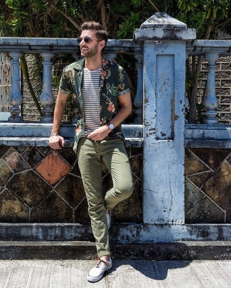 How to wear: dark green floral short sleeve shirt, white and navy horizontal striped crew-neck t-shirt, olive chinos, white canvas low top sneakers