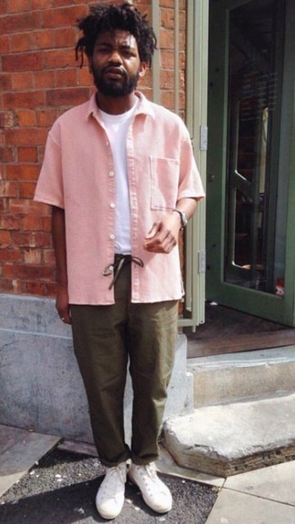How to Wear a Pink Short Sleeve Shirt For Men: A pink short sleeve shirt and olive chinos are amazing menswear staples that will integrate really well within your off-duty arsenal. If you need to immediately tone down your outfit with one single piece, why not complement this ensemble with white canvas high top sneakers?