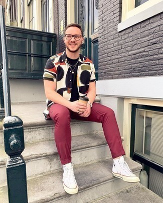 Socks Outfits For Men: If you appreciate functionality above all, this urban combo of a white print short sleeve shirt and socks is for you. Throw a pair of white canvas high top sneakers into the mix to make the look slightly more polished.