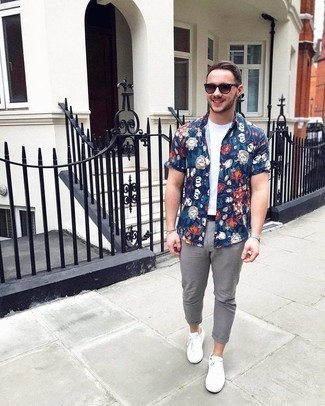 500+ Summer Outfits For Men: For a casually cool look, reach for a navy floral short sleeve shirt and grey chinos — these two pieces play really great together. If you're not sure how to round off, introduce white canvas low top sneakers to the mix. We can't get enough of this getup for hot summertime afternoons.