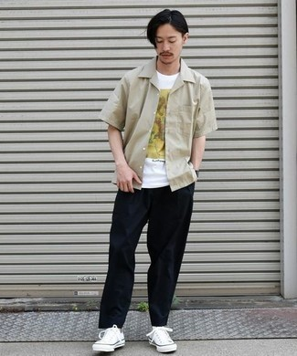 White Canvas Low Top Sneakers Outfits For Men: If you appreciate the comfort look, wear a beige short sleeve shirt and navy chinos. White canvas low top sneakers are a wonderful choice to complete this outfit.