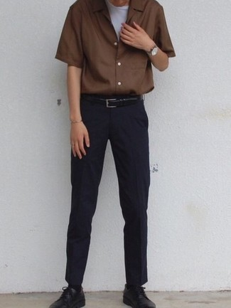 Navy Chinos Outfits: Why not pair a brown short sleeve shirt with navy chinos? Both pieces are totally comfortable and look great worn together. Get a little creative with shoes and class up your ensemble by finishing off with a pair of black leather derby shoes.