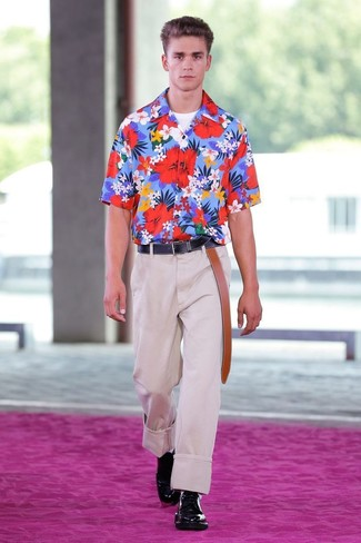 How to wear: blue floral short sleeve shirt, white crew-neck t-shirt, beige dress pants, black leather derby shoes