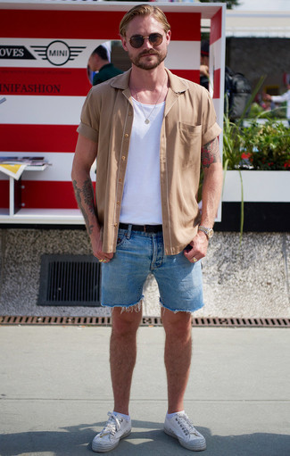 Gold Watch Outfits For Men: Try pairing a tan short sleeve shirt with a gold watch for a kick-ass and fashionable ensemble. Go off the beaten track and switch up your outfit by finishing with white canvas low top sneakers.