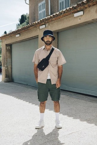 How to Wear a Black Canvas Fanny Pack Casually For Men: Dress in a beige plaid short sleeve shirt and a black canvas fanny pack for a modern casual and stylish outfit. To give your getup a smarter twist, why not complete this outfit with white canvas low top sneakers?