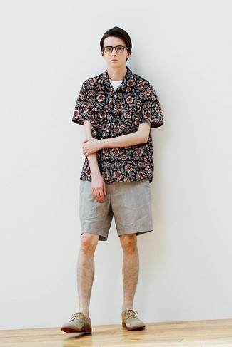 Clear Sunglasses Outfits For Men: Rock a black floral short sleeve shirt with clear sunglasses to put together an edgy and absolutely dapper look. You know how to lift up this ensemble: tan suede derby shoes.