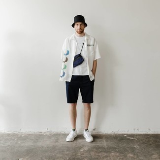 White and Red Leather Low Top Sneakers Outfits For Men: A white print short sleeve shirt looks especially cool when matched with navy shorts in a relaxed getup. This ensemble is finished off nicely with white and red leather low top sneakers.