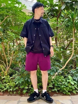 Navy Crew-neck T-shirt Outfits For Men: A navy crew-neck t-shirt and purple shorts have become indispensable casual staples for most men. If you don't want to go all out formal, slip into a pair of black and white athletic shoes.