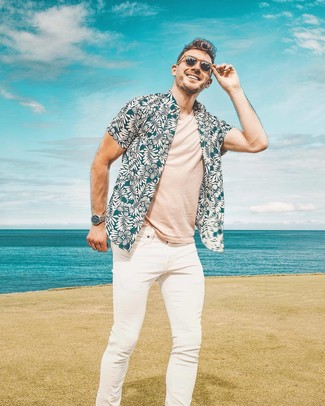 How to Wear Dark Brown Sunglasses For Men: Exhibit your prowess in men's fashion in this street style combo of a teal floral short sleeve shirt and dark brown sunglasses.