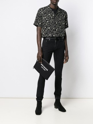 How to wear: black and white star print short sleeve shirt, black crew-neck t-shirt, black skinny jeans, black suede chelsea boots