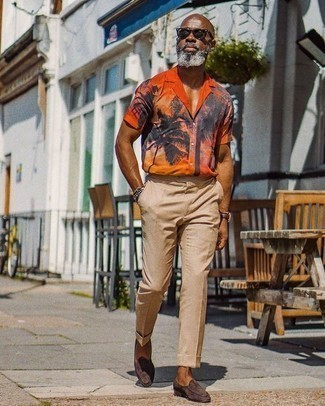 Orange Print Short Sleeve Shirt Outfits For Men: Wear an orange print short sleeve shirt with khaki dress pants for a smart combination. To give your look a classier aesthetic, why not complement your ensemble with a pair of dark brown suede loafers?
