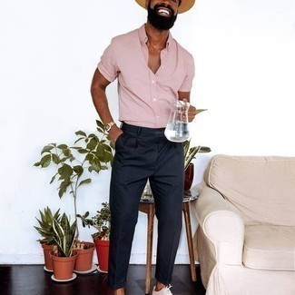Hat Outfits For Men: Why not consider pairing a pink short sleeve shirt with a hat? These two items are very comfortable and will look cool worn together. If you wish to instantly step up this outfit with shoes, complement your ensemble with white canvas low top sneakers.