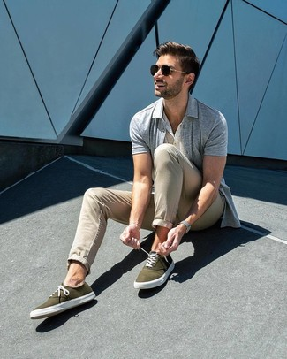How to wear: grey short sleeve shirt, white henley shirt, beige chinos, olive canvas low top sneakers