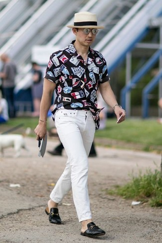 How to wear: black print short sleeve shirt, white jeans, black leather loafers, beige straw hat
