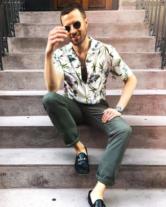 How to wear: white floral short sleeve shirt, dark green jeans, black leather loafers, black sunglasses