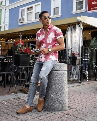 Brown Suede Loafers Outfits For Men: For comfort dressing with a contemporary twist, you can rely on a hot pink print short sleeve shirt and grey ripped jeans. A pair of brown suede loafers can instantly polish up this look.