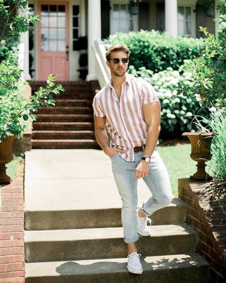 Men's Pink Vertical Striped Short Sleeve Shirt, Light Blue Jeans, White Canvas Low Top Sneakers, Dark Brown Leather Belt