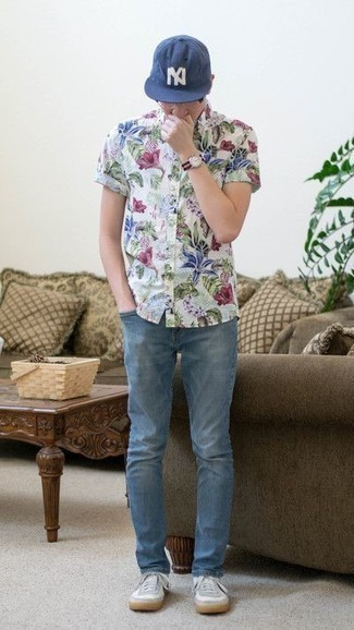 How to Wear a Navy Horizontal Striped Canvas Watch For Men: This pairing of a white floral short sleeve shirt and a navy horizontal striped canvas watch provides both comfort and confidence. Why not complete your outfit with white canvas low top sneakers for an added touch of style?