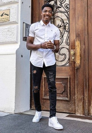How to Wear a Dark Brown Beaded Bracelet For Men: To achieve an off-duty look with a twist, you can go for a white short sleeve shirt and a dark brown beaded bracelet. If you need to easily perk up this ensemble with footwear, why not complete your ensemble with a pair of white leather low top sneakers?