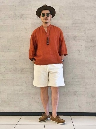 Dark Green Sunglasses Hot Weather Outfits For Men: An orange linen short sleeve shirt looks especially great when paired with dark green sunglasses in a casual outfit. Finishing off with a pair of brown suede boat shoes is an effective way to breathe a sense of polish into your ensemble.