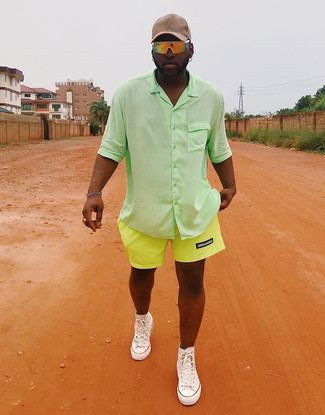 How to wear: green short sleeve shirt, green-yellow shorts, white canvas high top sneakers, beige baseball cap
