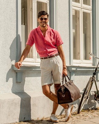 Men's Hot Pink Linen Short Sleeve Shirt, Beige Linen Shorts, White Leather Low Top Sneakers, Dark Brown Leather Holdall