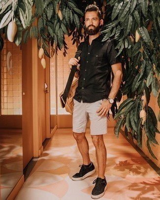 Tan Canvas Messenger Bag Outfits: Make a black short sleeve shirt and a tan canvas messenger bag your outfit choice to create a city casual and absolutely dapper outfit. Finish with black canvas low top sneakers for an extra dose of style.