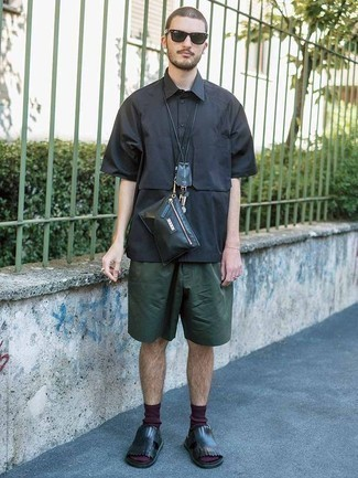 Black Leather Fanny Pack Outfits For Men: If you're a jeans-and-a-tee kind of dresser, you'll like the pared down yet cool and casual pairing of a navy short sleeve shirt and a black leather fanny pack. Feeling creative today? Switch things up by rocking a pair of black leather sandals.