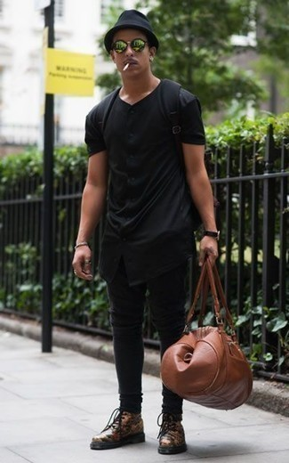 How to Wear a Leather Holdall For Men: Want to infuse your menswear arsenal with some casual urban style? Rock a black short sleeve shirt with a leather holdall. Complement your ensemble with a pair of olive print leather casual boots to change things up a bit.