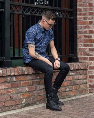 Men's Navy Floral Short Sleeve Shirt, Black Skinny Jeans, Black Leather Casual Boots, Dark Brown Sunglasses