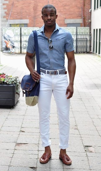 If you're searching for a silhouette that you can rely on on a day off, look no further than this combination of a light blue chambray short sleeve shirt and white skinny jeans. And it's a wonder what a pair of brown leather tassel loafers can do for the look. This combo is likely to become your summer go-to.