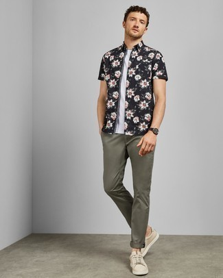How to Wear a Floral Shirt For Men: Pair a floral shirt with olive chinos to don a cool and casual getup. And if you want to effortlesslly up the style ante of this look with a pair of shoes, complement this ensemble with beige leather low top sneakers.