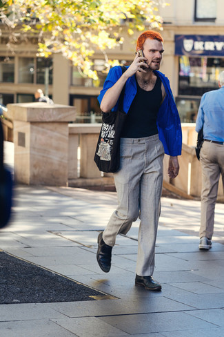 Short Sleeve Shirt Outfits For Men: Pair a short sleeve shirt with grey chinos for a fuss-free ensemble that's also pulled together. And if you wish to immediately bump up this outfit with one item, why not introduce a pair of black leather chelsea boots to the equation?